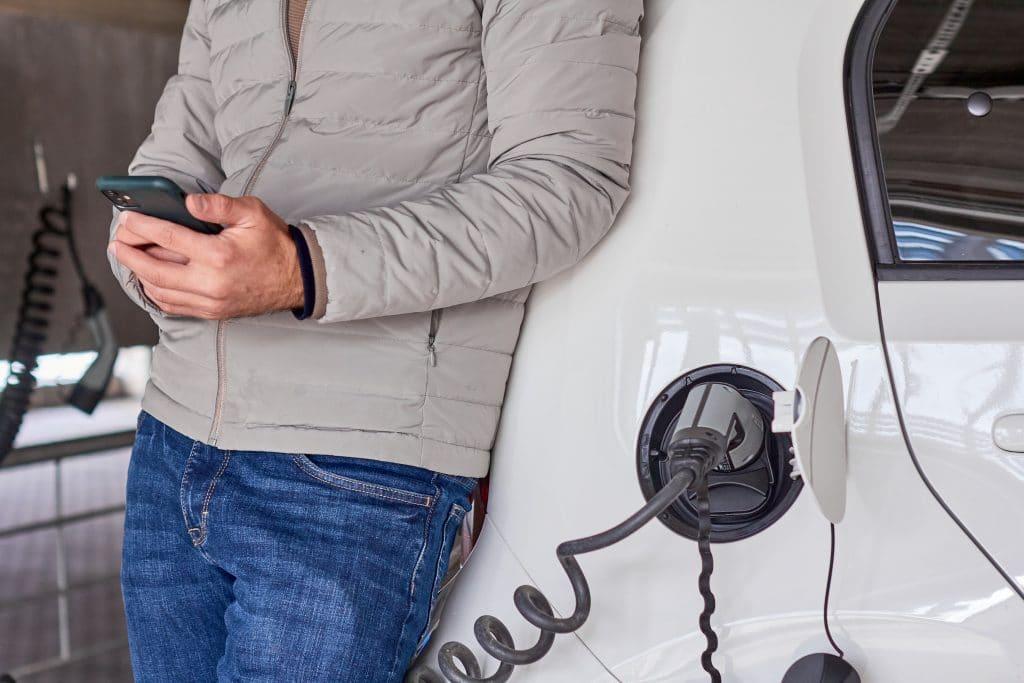 sähköauton lataus yrityksille ja organisaatioille